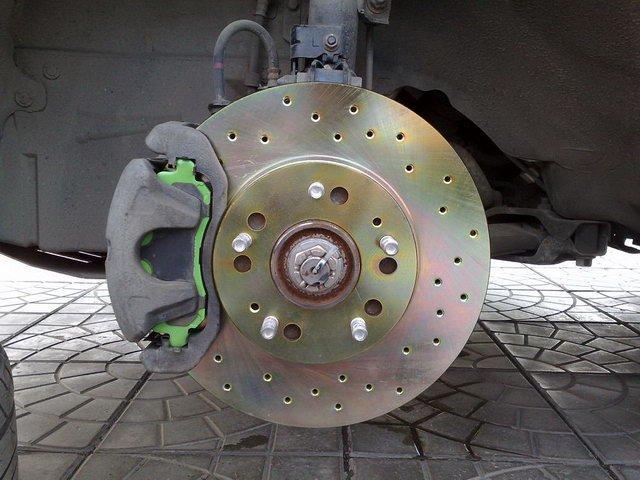 Может влиять опорник на рулевое колесо на ланцере 9